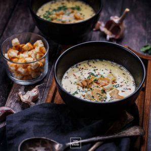 Aksamitna zupa czosnkowa