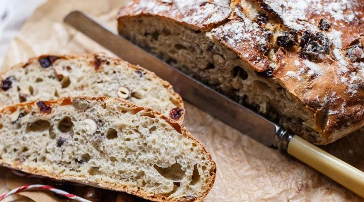 Chleb bez zagniatania z żurawiną i orzechami laskowymi – pieczony na 2 sposoby