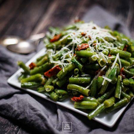 Fasolka szparagowa z suszonymi pomidorami – dodatek do obiadu