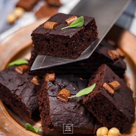 Brownie z ciecierzycy – szybkie ciasto z blendera i bez mąki!