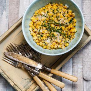 Kukurydza z brązowym masłem, czosnkiem i serem