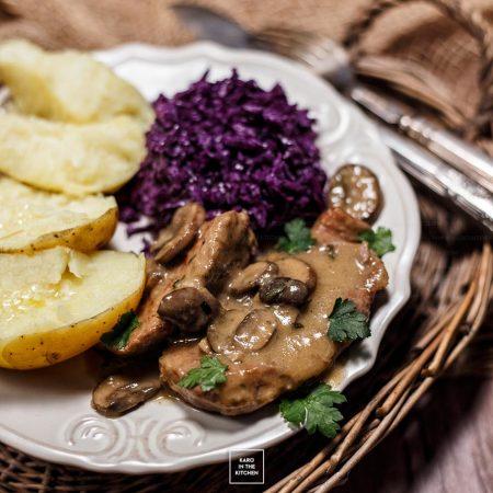 Karkówka w sosie z pieczarkami, musztardą Dijon i estragonem