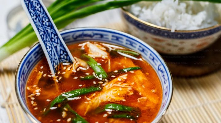 Koreańska zupa z kurczakiem i szczypiorem