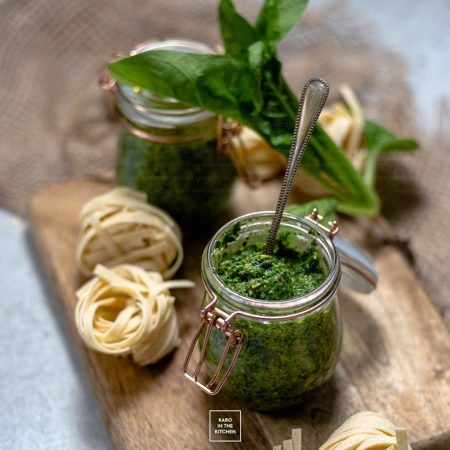 Pesto z młodego szpinaku