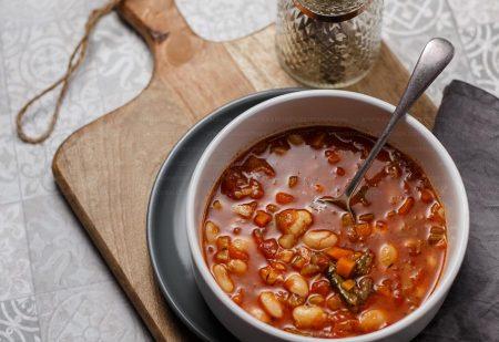 Zupa fasolowa – lekka, wegetariańska i po włosku