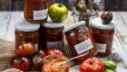 Koreańskie pomidory na zimę – marynowane w czosnku, natce, papryce i jalapeño