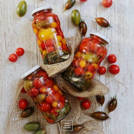 Pomidory w całości na zimę – w zalewie słodko-kwaśnej z ziołami
